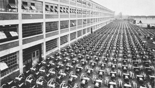 Model T chassis outside the Highland Park Ford factory, August 1913